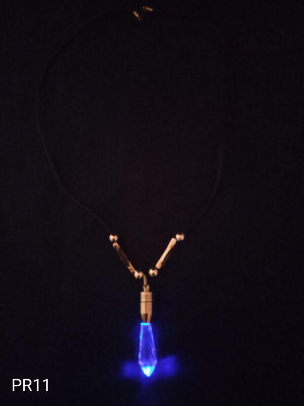 Blikací přívěsek na krk diamant modrý