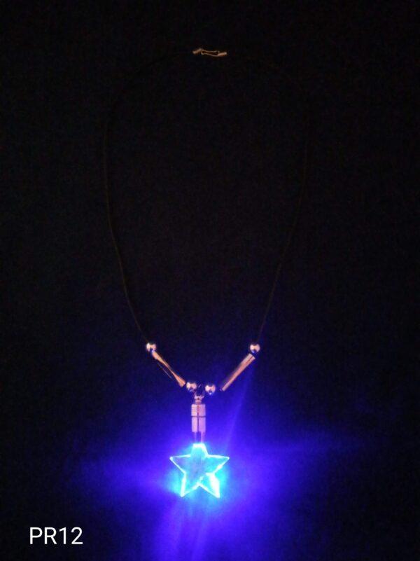 Blikací přívěsek na krk hvězda modrá